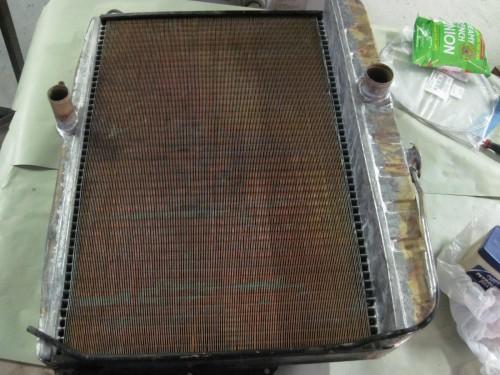 Flat fin radiator